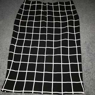 Skirt midi length