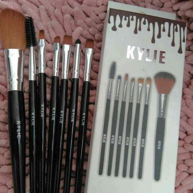 200 || Kylie Brush Set 💗