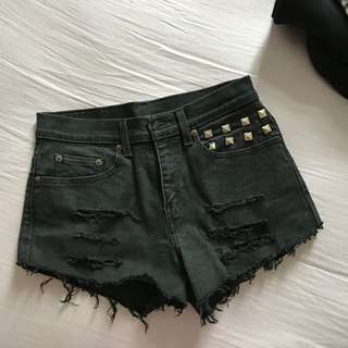 100%orig Levis Ripped Studded Shorts