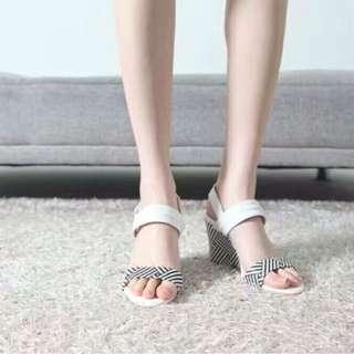 ✨🌟真皮「韓版」超美~厚底楔型高跟涼鞋/SIZE 25