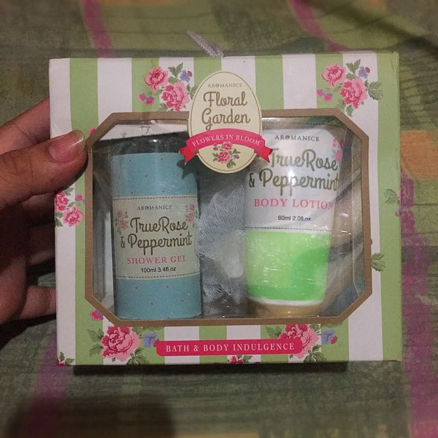 Aromance Floral Garden - True Rose & Peppermint Shower Gel , Body Lotion , Loofa Gift Set