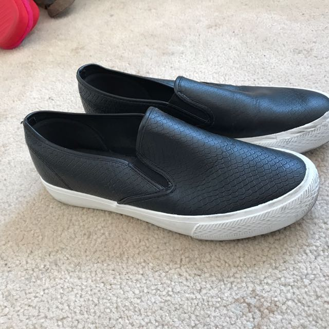 Black Leather Sneakers Size 40/9