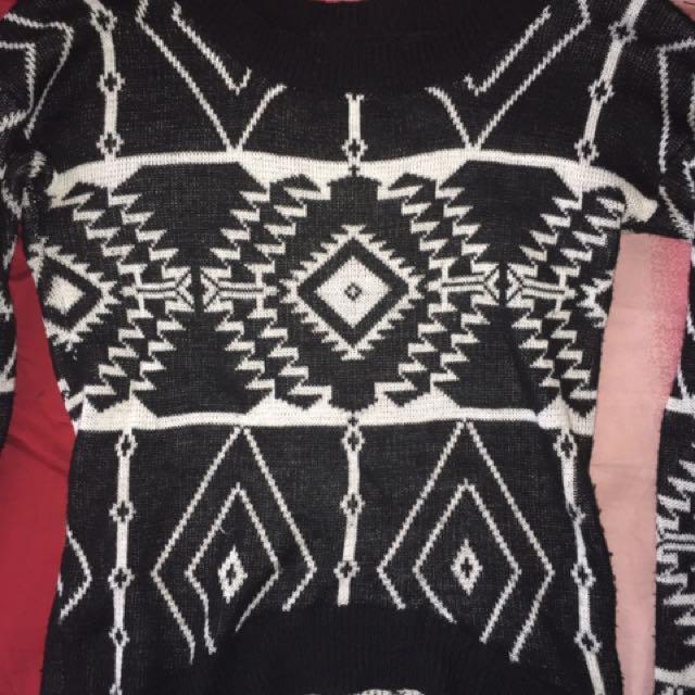 Black Printed Sweater Croptop