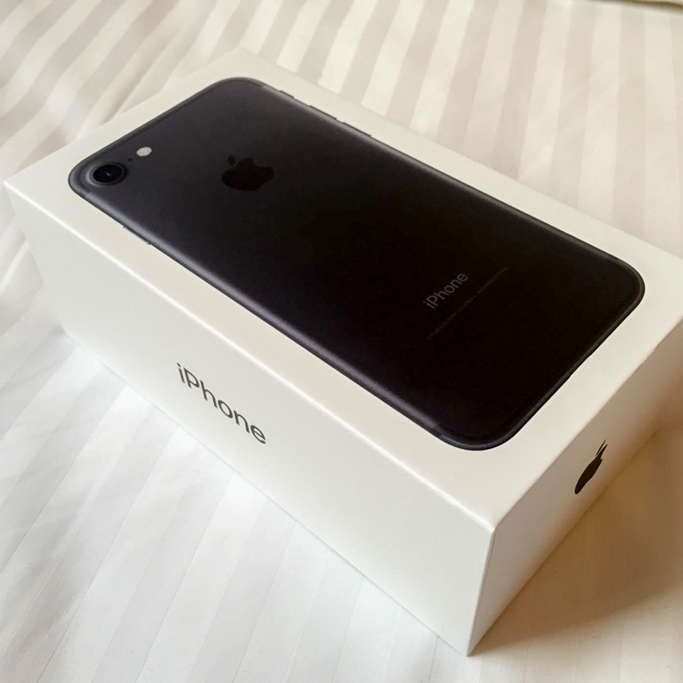 iPhone 7 32gb black (sealed) with telco receipt