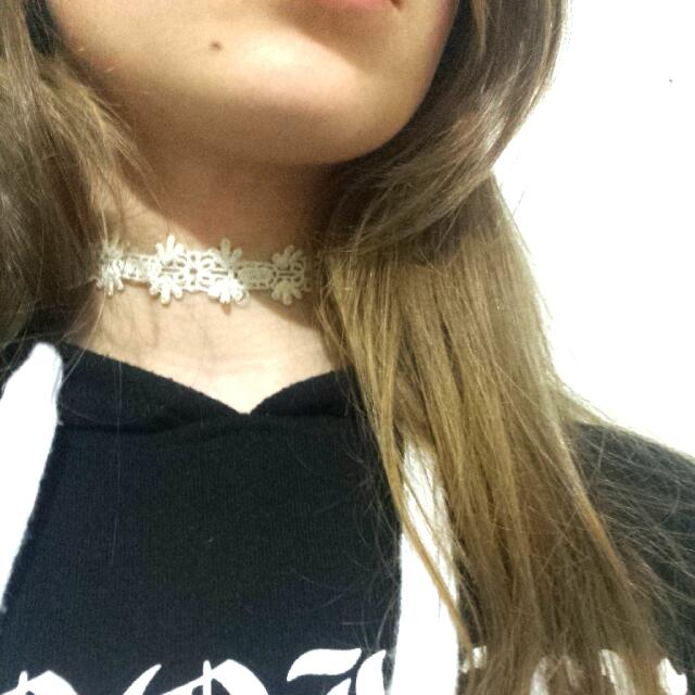 Lacey Floral White Choker Necklace