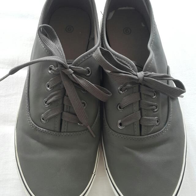 Leather Men's Sneakers Size 9