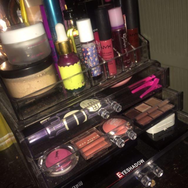Make Up Holder