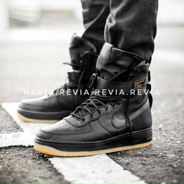 Nike Air Force 1 - Black