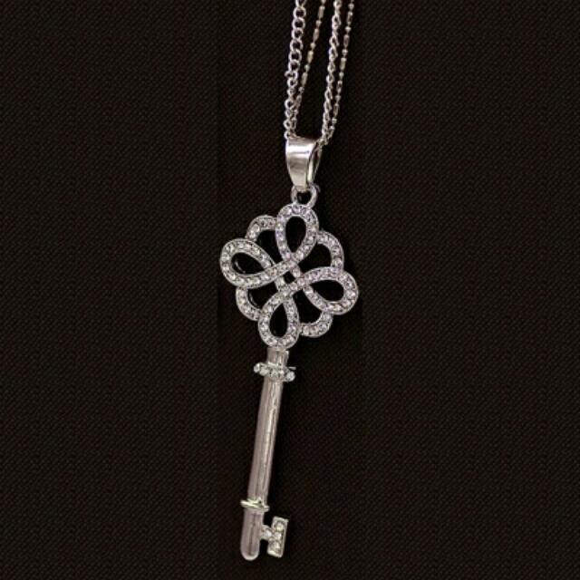 Rhinestone Key Necklaces In Gold