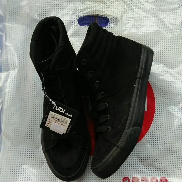 Sneaker Rubi All Black Size 39-40