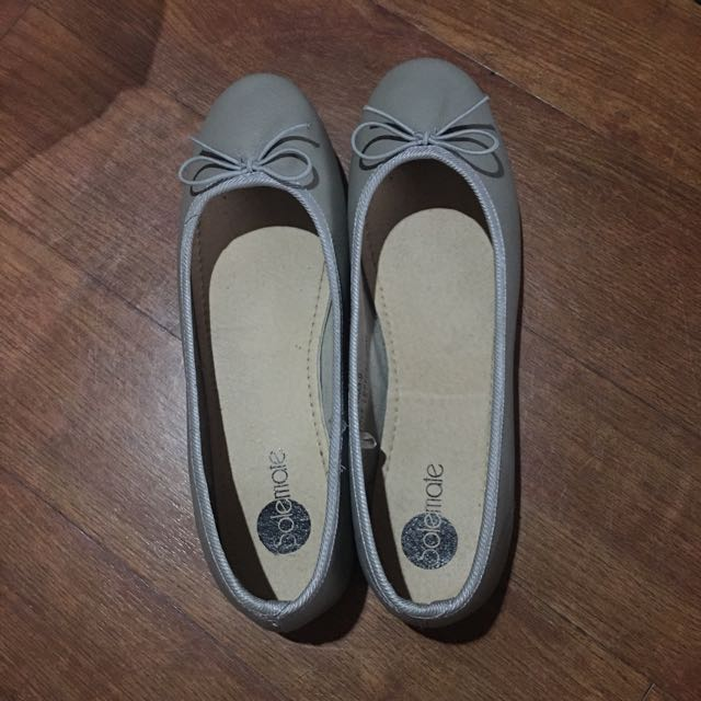 Solemate Gray Flats