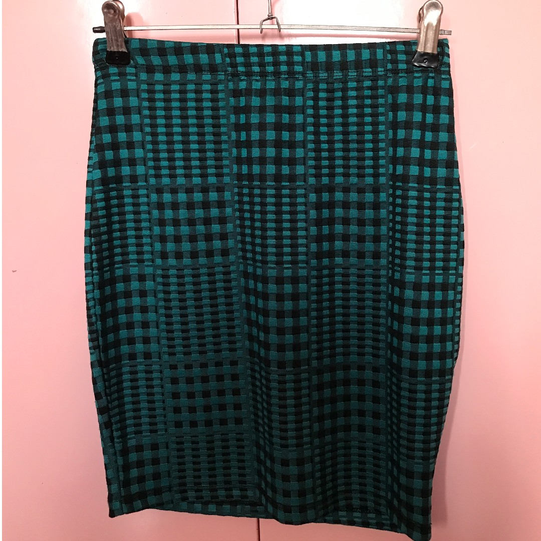 Topshop green and black patterned bodycon skirt (Petite)
