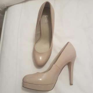 Nude Heals Size 7 Worn Once