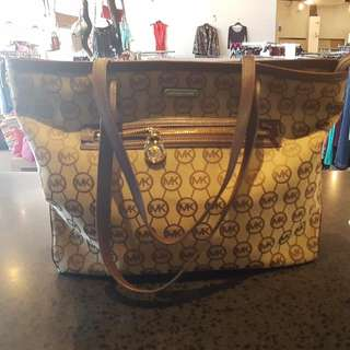 Michael Kors Large Signature Tote