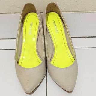 Sepatu Merk Minimal