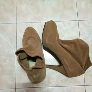 ❤REPRICED❤ Closed High Heels