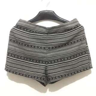 Hot pants motif
