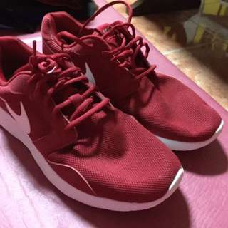 Kaishi Run Red Size 10 (Used Once : 9/10 Condition)