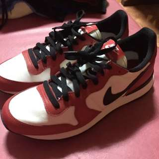 Nike White/Red/Black Size 9 (Used Once : 9/10 Condition)