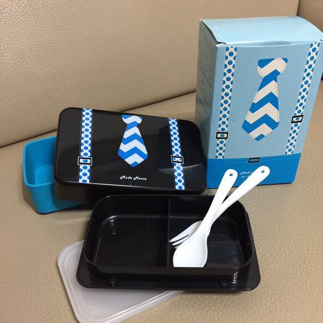 男孩領帶便當盒,附湯匙叉子