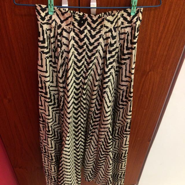 正韓 幾何線條滑布圓弧長裙