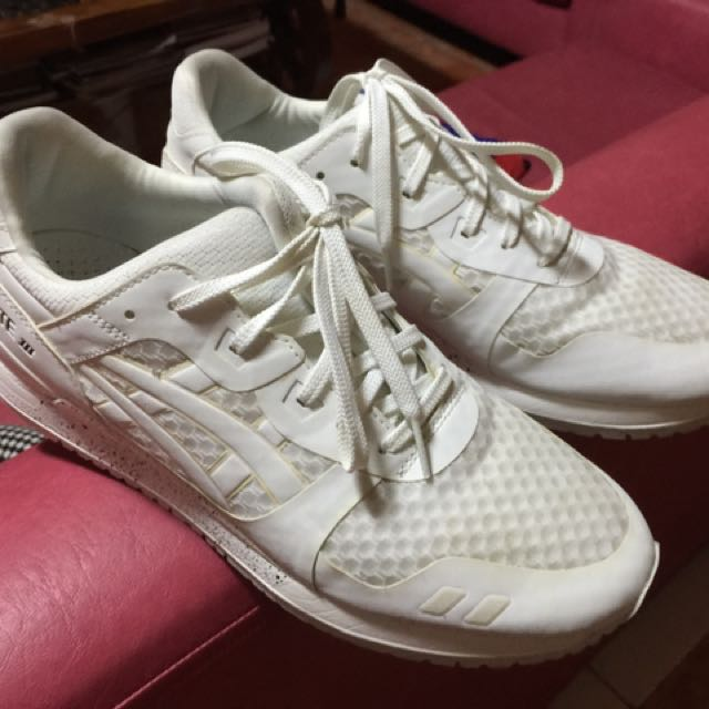 Asics Triple White Size 9.5US (Used Twice : 9/10 Condition)