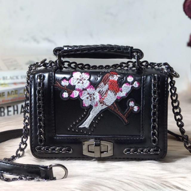 DANILI (Embroidered Chain Cross Body Bag)
