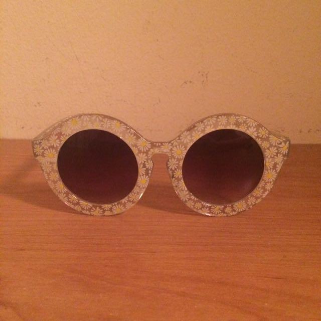 Forever 21 Daisy Sunglasses