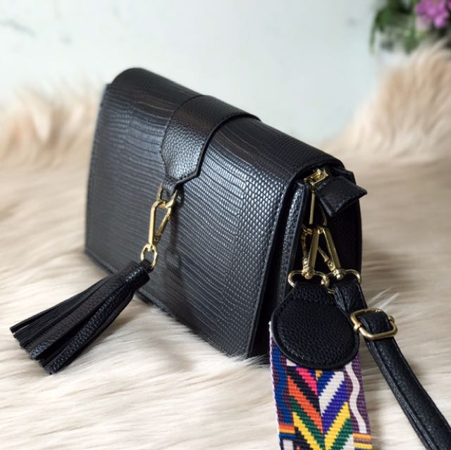 JOEYLI (Colored Strap Tassel Cross Body Bag)