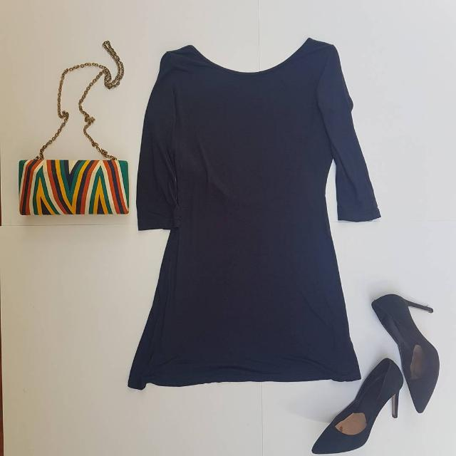 Topshop little navy party dress. Never used. Size 6 on tag but fits a 2 or a 4 better. Never used. Php 250.