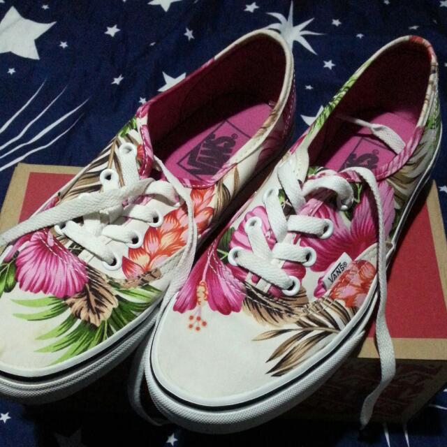 c1e80dc5ab Floral Floral Fashion Shoes Vans Women s Carousell Carousell Carousell on  Hawaiian Shoes White TqwqnfUg