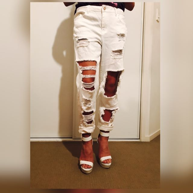 💰 White Ripped Jeans