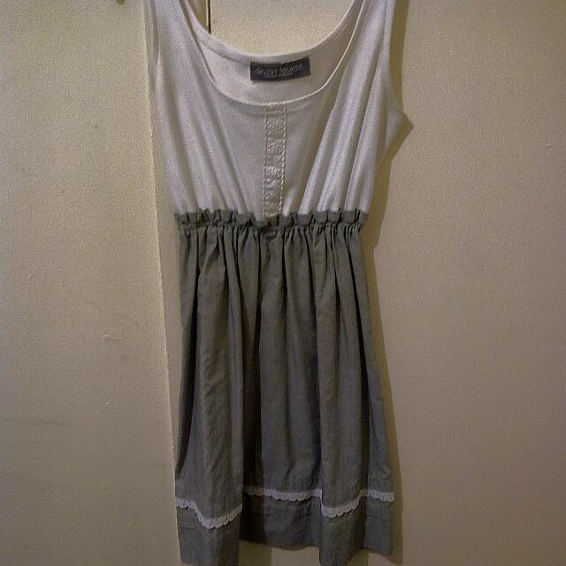 White/grey lace dress