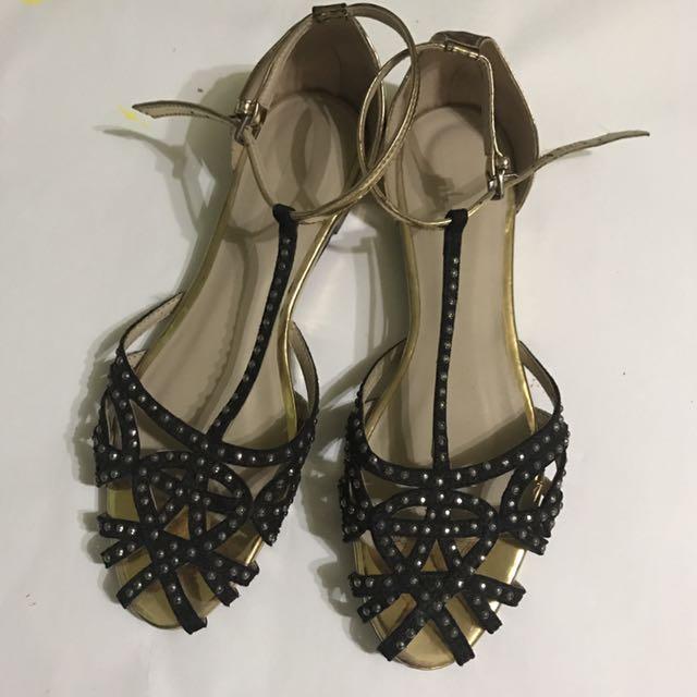 Zara Flat Sandales In Black US 6