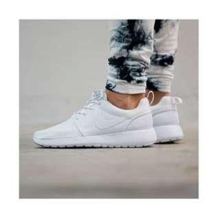 Womens Nike Roshe One Runner White. Size 7.5
