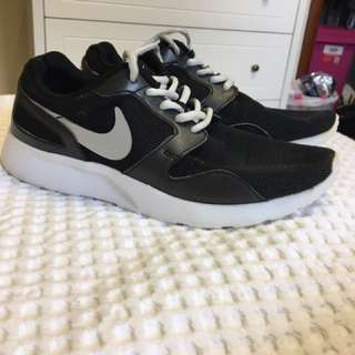 Women's Black Nike Shoes
