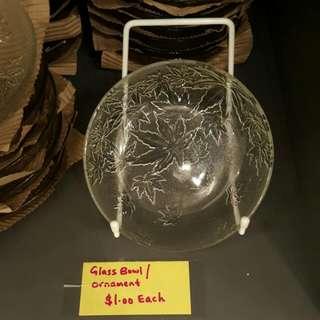 Glass bowl / ornament