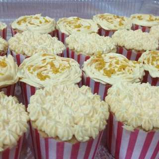Cupcake By IZ BAKERY ''Baked With LOVE''