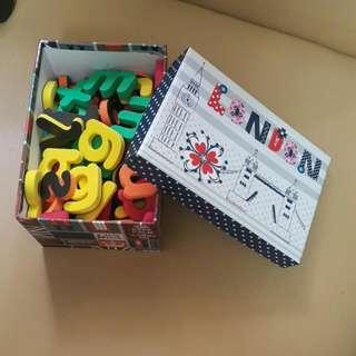 字母磁石 77個(連盒)