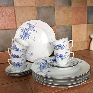 "Rare Vintage Tea Set Comes With 10"" Dinner Plates"