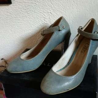 Closed Shoe Heels, Size 8