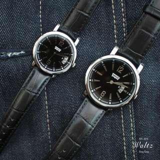 Levis 情侶運動形對錶
