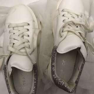 Sepatu Tracce (kets)