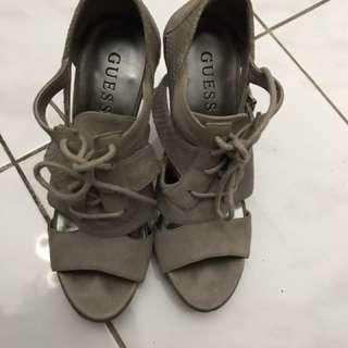 Sepatu Guess (Hak Abu2)