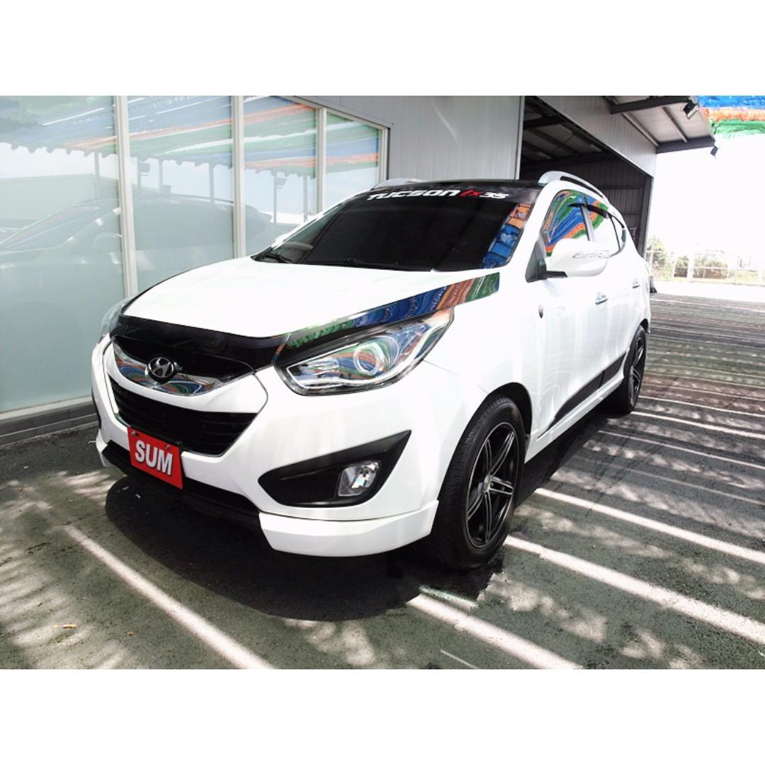 2013年 IX35 白色 2.0L 全景天窗 4WD 頂級款 !!全車精品 後座頭枕大螢幕 前車主割愛!! 歡迎來電預約賞車~