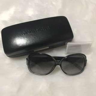 Givenchy Round Black Shades