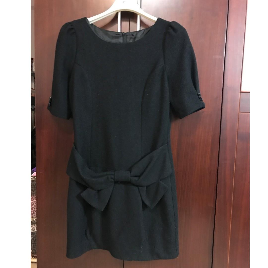 正韓品牌-毛呢黑色蝴蝶結花苞小洋裝