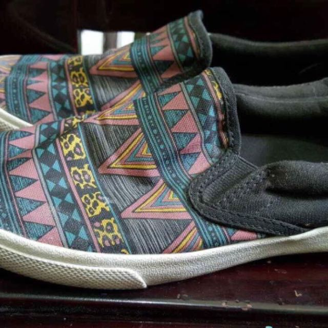 Authentic Bucketfeet shoes