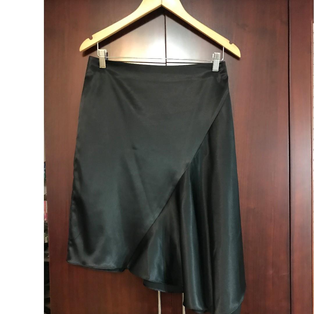 專櫃品牌-BiGi黑色緞面設計款中長裙