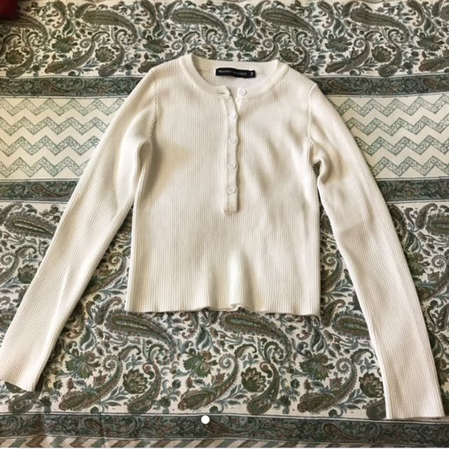 Brandy Melville短版排扣上衣